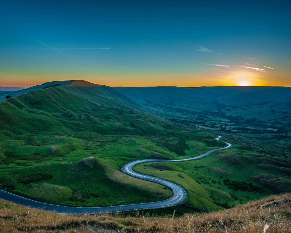 Snake Pass scenic drives to take in the Peak District.