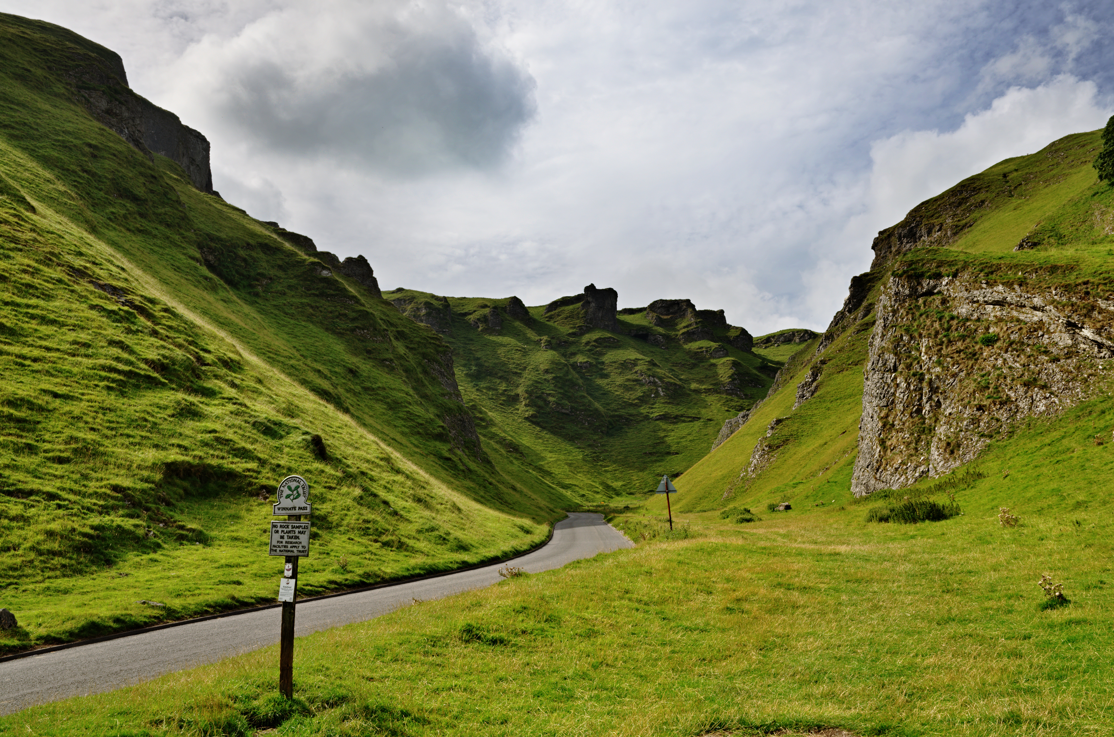 Winnats Pass the best scenic drives to take in the Peak District