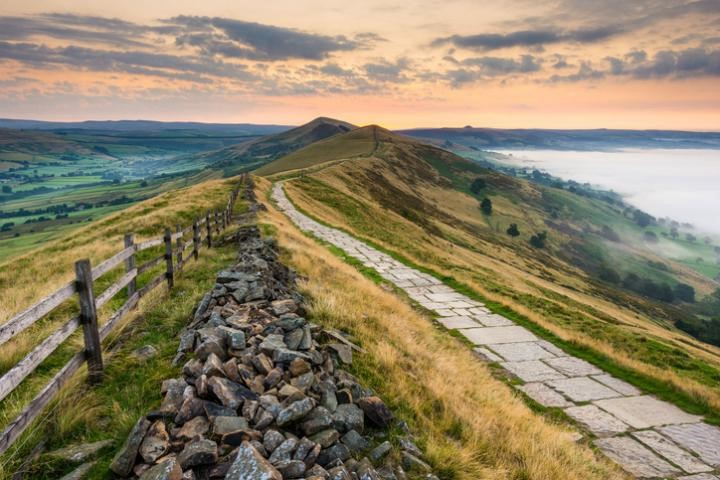 Mam Tor, walking routes in the Peak District